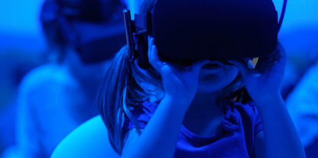 L'humain dans la digitalisation - Enfant avec casque virtuel